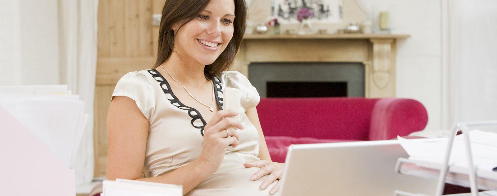 Bei einer Schwangeren stehen Behördengänge an.
