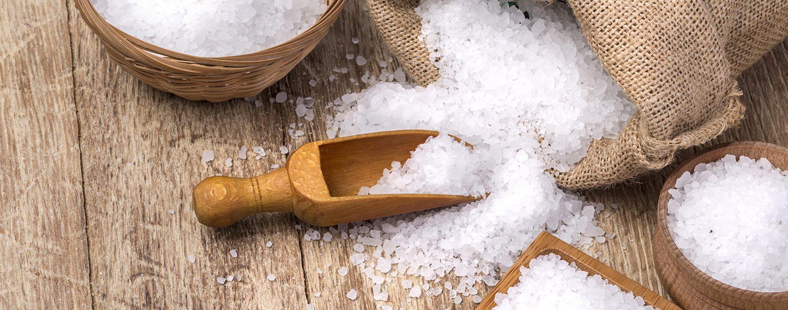 Jodhaltige Lebensmittel wie Salz unterstützen die Entwicklung des Embryos.