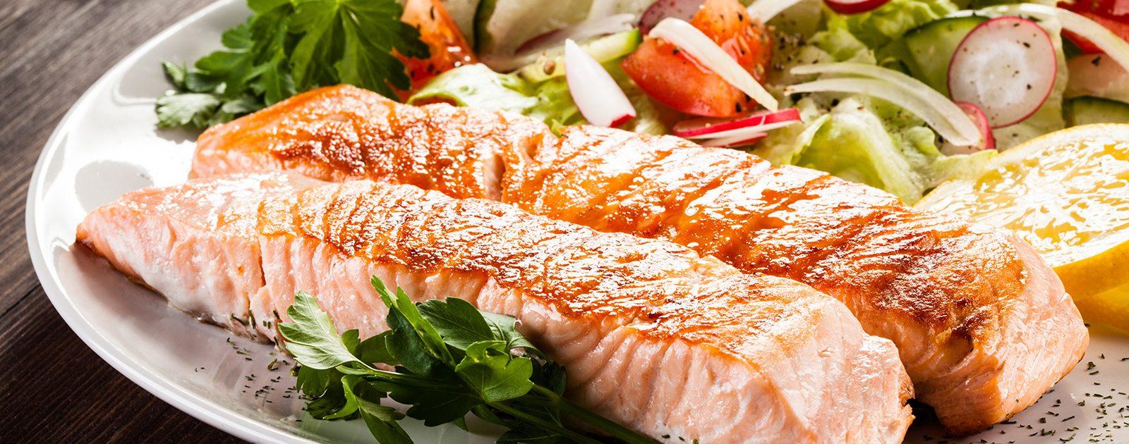 Fisch enthält viele in der Schwangerschaft wichtige Omega-3 Fettsäuren.