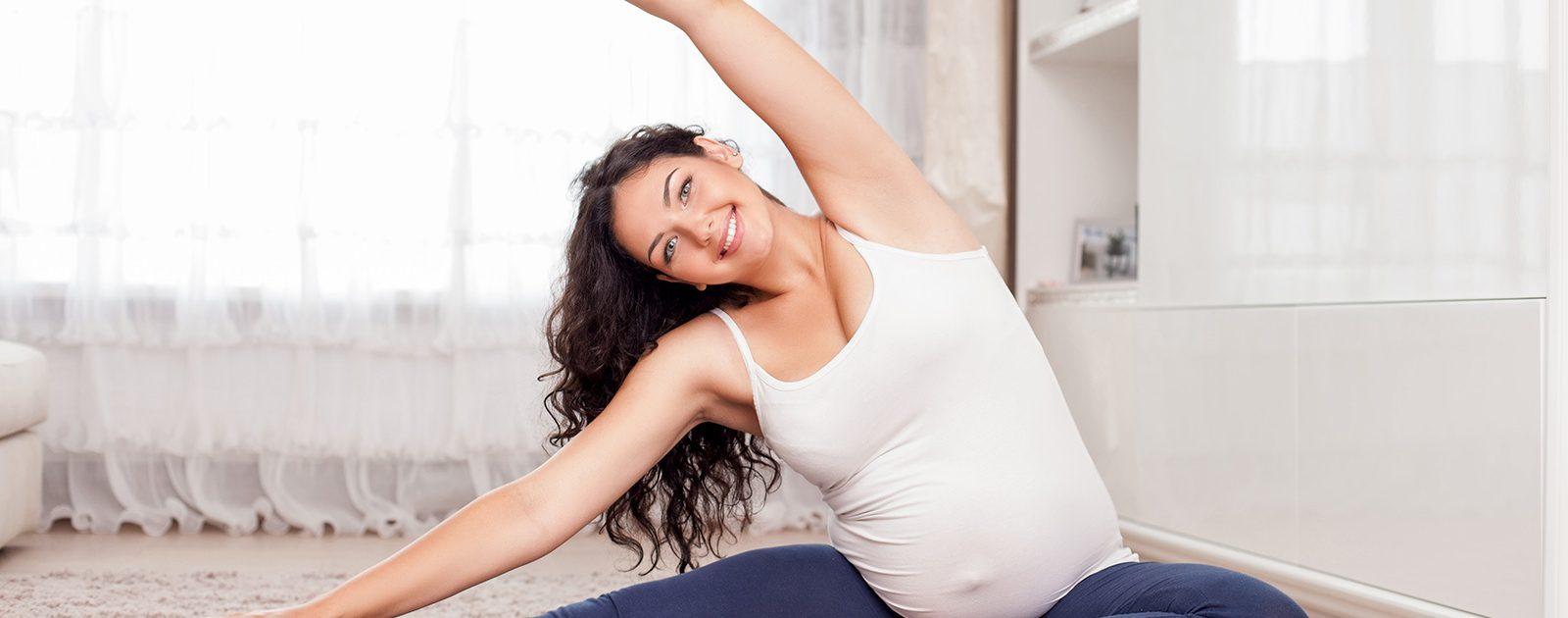 Frau macht Sport in der Schwangerschaft